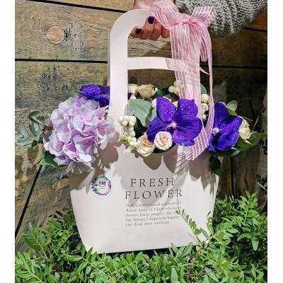 Цветочная сумка с орхидеями и гортензией