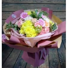 Нежнейший цветочный микс из хризантем, гербер, роз и диантуса