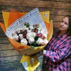 Нежный букет из роз с яркими нотами