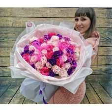 Невероятно красивый букет из роз и диантусов