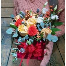 Цветочный микс в стильной бархатной коробке