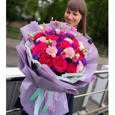 Страстный букет из пионовидных роз, диантуса и эустомы