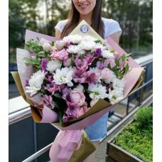 Нежный микс из хризантем, роз и альстромерий