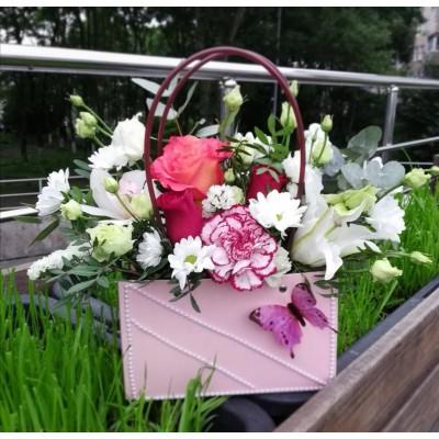 Авторская цветочная композиция в сумке